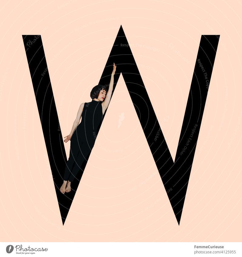 Grafik zeigt schwarzfarbigen Buchstaben W des lateinischen Alphabets vor hautfarbenem Hintergrund und integrierter fotografischer Ganzkörperaufnahme einer posierenden brünetten Frau mit Bob Frisur in schwarzem Einteiler