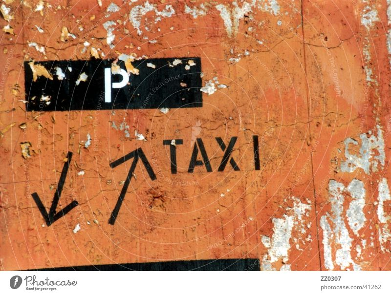 P Taxi Wand Mauer Dinge Pfeil parken