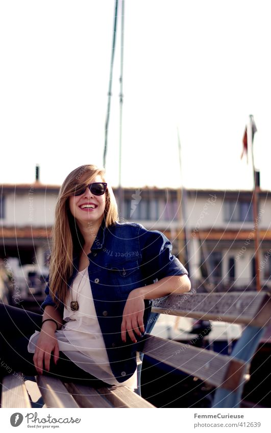 Sun is up! (III) Lifestyle Stil schön Freizeit & Hobby feminin Mädchen Junge Frau Jugendliche Erwachsene 1 Mensch 18-30 Jahre Zufriedenheit Hafen Meer See