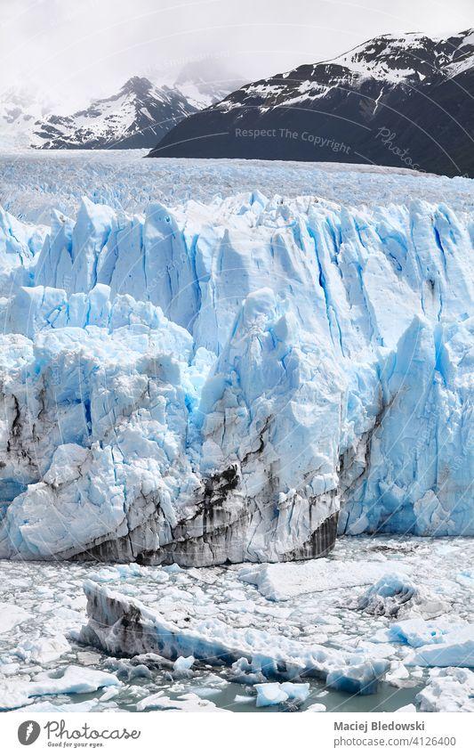 Eiskalben vom Endpunkt des Perito-Moreno-Gletschers in Patagonien, Argentinien. zerlaufen Perito Moreno Klimawandel Umwelt polar Natur Antarktis Erwärmung
