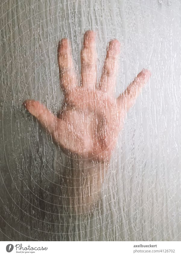 Hand hinter Glasscheibe (Duschwand) Fenster Horror mysteriös Thriller Duschabtrennung duschwand Handabdruck Verbrechen Mysterium Finger Handfläche Gewalt Sex