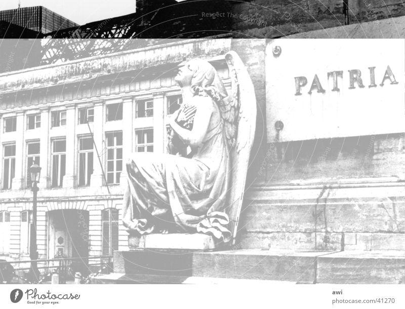 Stadt der Engel Denkmal Kriegerdenkmal Ruine Klassizismus Brüssel Architektur Marmor Schwarzweißfoto