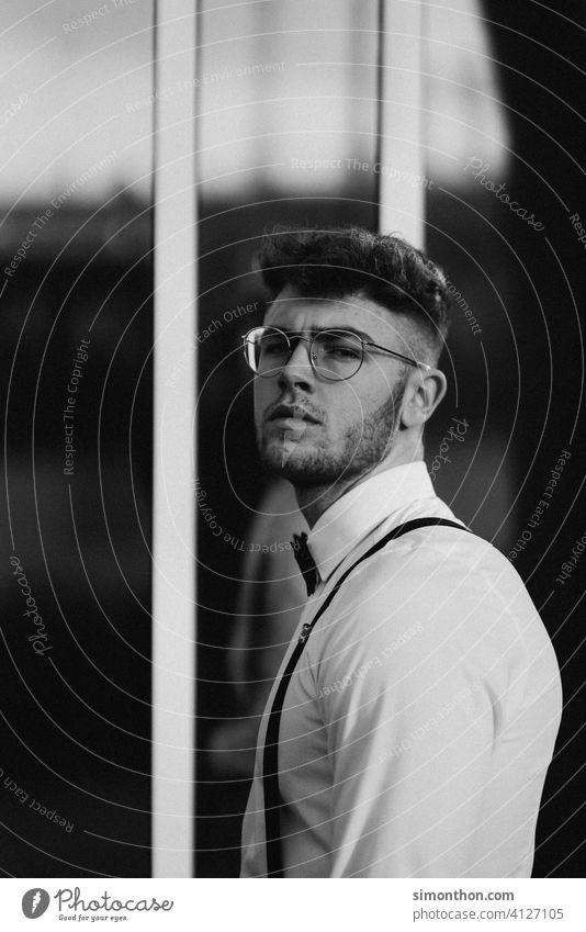 Model urban Porträt Lifestyle Mann Student Straße hosenträger trendy Business gutaussehend attraktiv 18-30 Jahre maskulin rasiert modisch Junger Mann Erwachsene