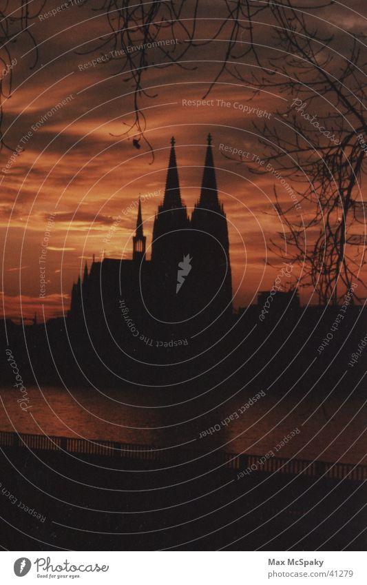Der Kölner Dom als Silhouette Nacht Architektur Rhein