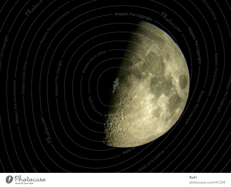 Halbmond Himmel schwarz dunkel Mond Planet Teleskop Himmelskörper & Weltall
