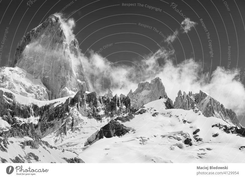 Schwarz-Weiß-Bild des Monte Fitz Roy, Patagonien. fitz roy Berge u. Gebirge Top schwarz auf weiß Schnee Landschaft Felsen schön SCHWARZ-WEIß