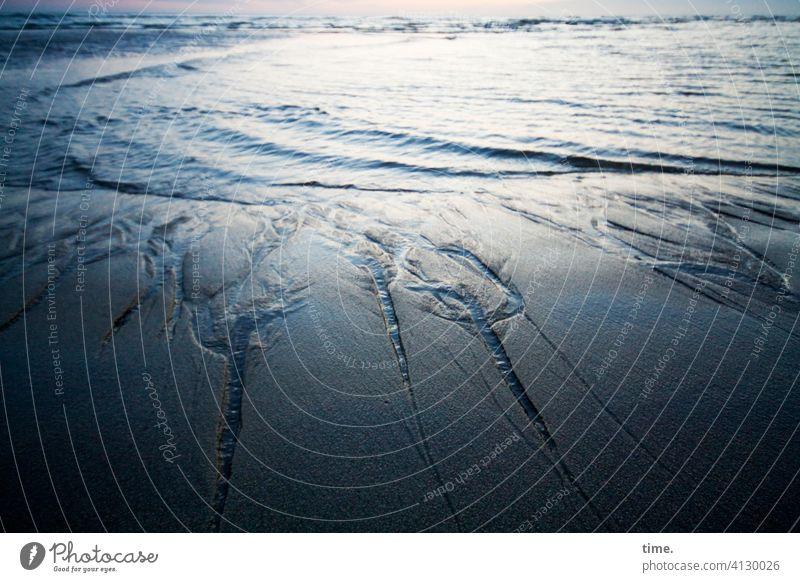 Lebenslinien #140 strand siel wasser meer sand gegenlicht abends Abend wellen horizont furche überschwappen Wege & Pfade nordsee gezeiten