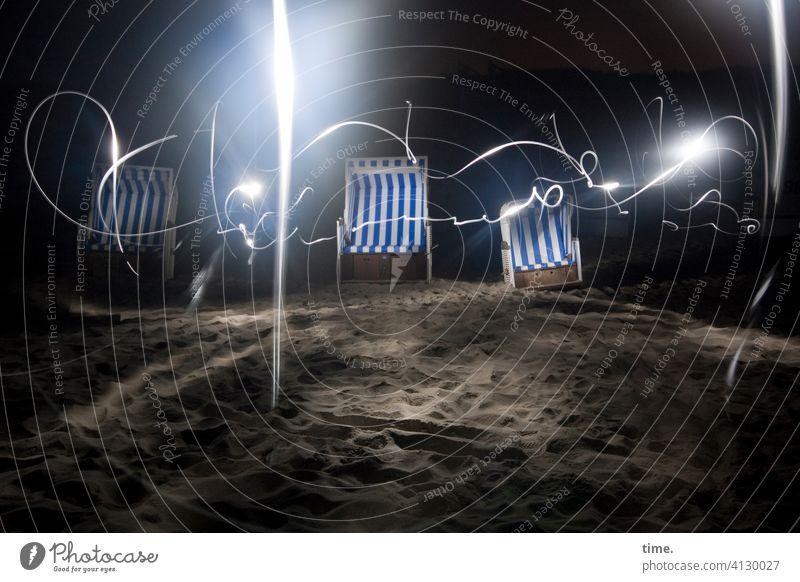 Illusion | bestuhltes Gelände (21), tanzend strandkorb experiment sand küste kunstlicht nacht spooky reflexion unheimlich rätsel