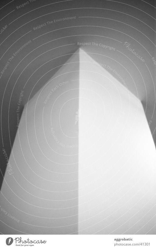 Säule Licht Architektur Schatten Schwarzweißfoto Kraft