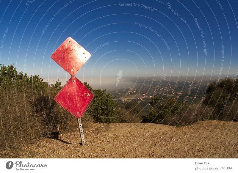 Soledad La Jolla rot Küste Pazifik Nebel weiß Himmel Schilder & Markierungen Zeichen blau sign red coast line white sky blue