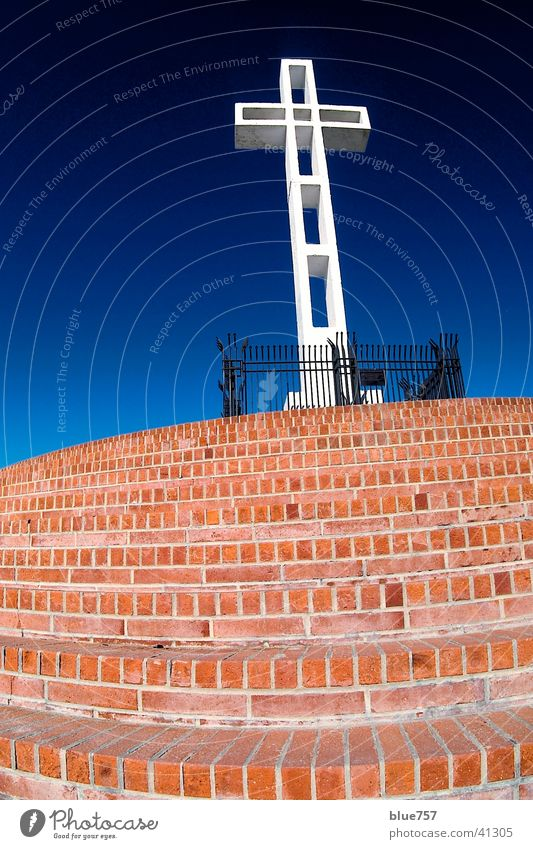Mt. Soledad 2 Kriegerdenkmal weiß Zaun Gitter schwarz Backstein rot Architektur Rücken Treppe Himmel Schönes Wetter blau