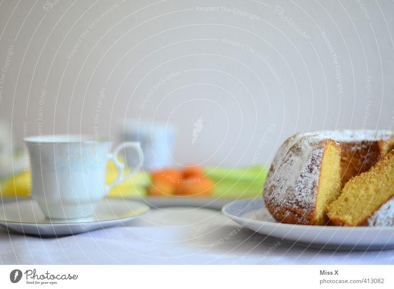 Kaffeetisch Lebensmittel Teigwaren Backwaren Kuchen Ernährung Frühstück Kaffeetrinken Getränk Heißgetränk Geschirr Teller Tasse Essen Feste & Feiern Geburtstag