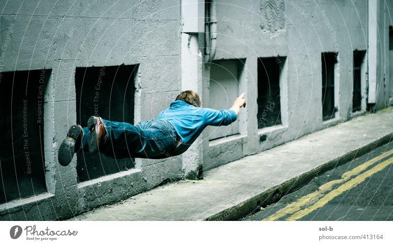 Bis zur Unendlichkeit.... maskulin Junger Mann Jugendliche Erwachsene 1 Mensch 18-30 Jahre 30-45 Jahre lustig fliegen Einfluss bizarr Stadt Eile Geschwindigkeit