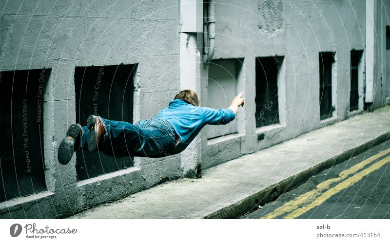 Mensch Mann Jugendliche Stadt Erwachsene Junger Mann 18-30 Jahre lustig fliegen maskulin Geschwindigkeit Eile bizarr Surrealismus Superman 30-45 Jahre