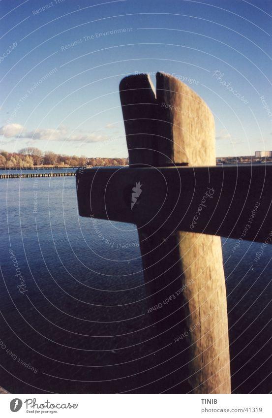 Pfosten am See Wasser Herbst Horizont