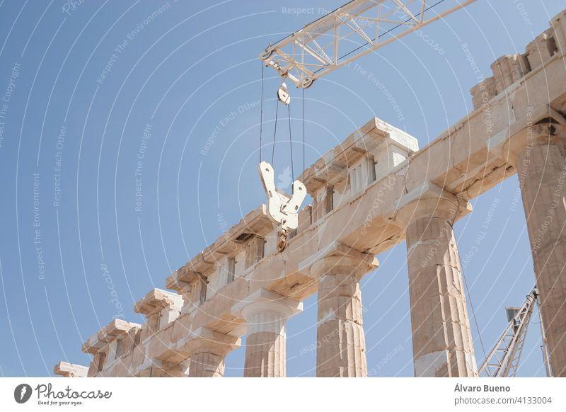 Detail der Säulen und Ruinen der antiken griechischen Akropolis, im Zentrum von Athen, Beispiel der klassischen Architektur. Griechenland mediterran Europa