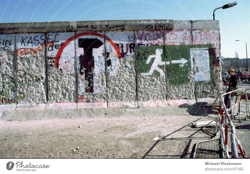 Mauerreste 90 Wiedervereinigung Potsdamer Platz Berliner Mauer historisch Mauerspechte Grafitti DDR
