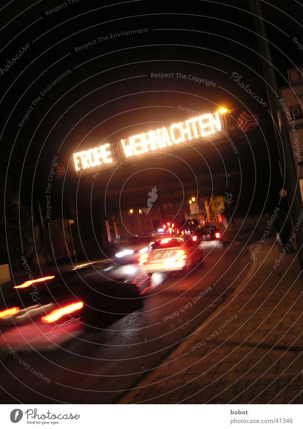 Frohe Weihnachten Weihnachten & Advent dunkel PKW Lampe Verkehr Geschwindigkeit Schriftzeichen Stress Verkehrsstau