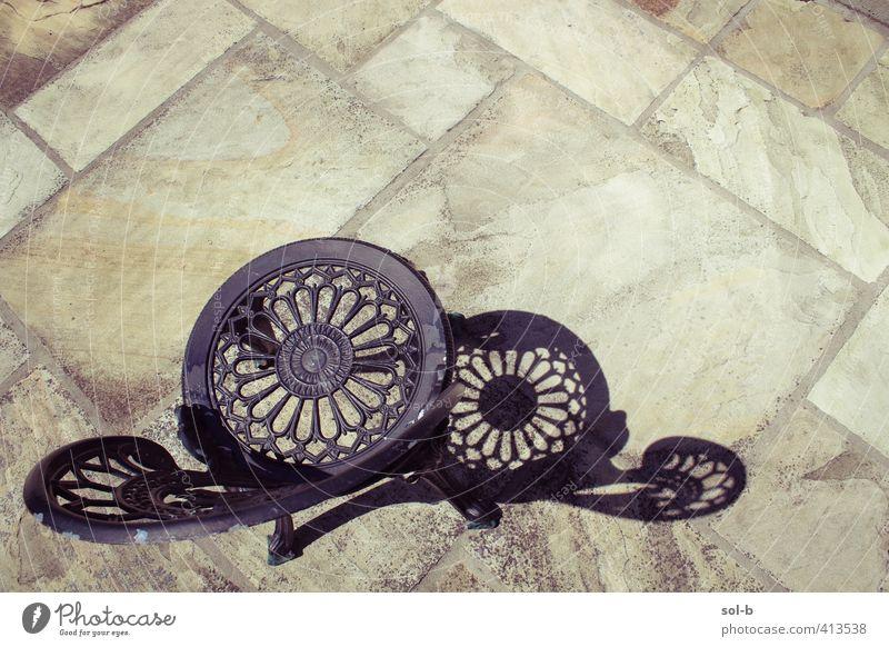 Terrasse Lifestyle elegant Stil Design Häusliches Leben Möbel ästhetisch Stuhl Metall Strukturen & Formen Kreis Farbfoto Außenaufnahme Muster Menschenleer