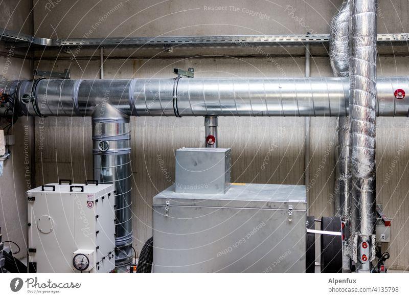 Installation III Rohre installation Industrie Menschenleer Industrieanlage Haus Keller Heizung Heizungstechnik Wärmepumpe Luftwärmepumpe Wärmegewinnung