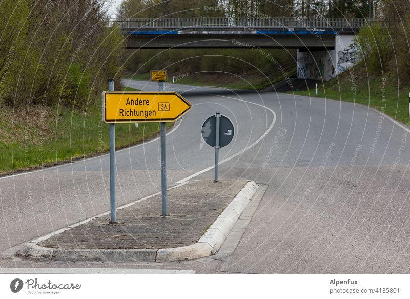 einfach mal den Horizont erweitern... richtungsweisend Schilder & Markierungen Straße Richtung Pfeil Hinweisschild Orientierung Zeichen Wegweiser Wege & Pfade