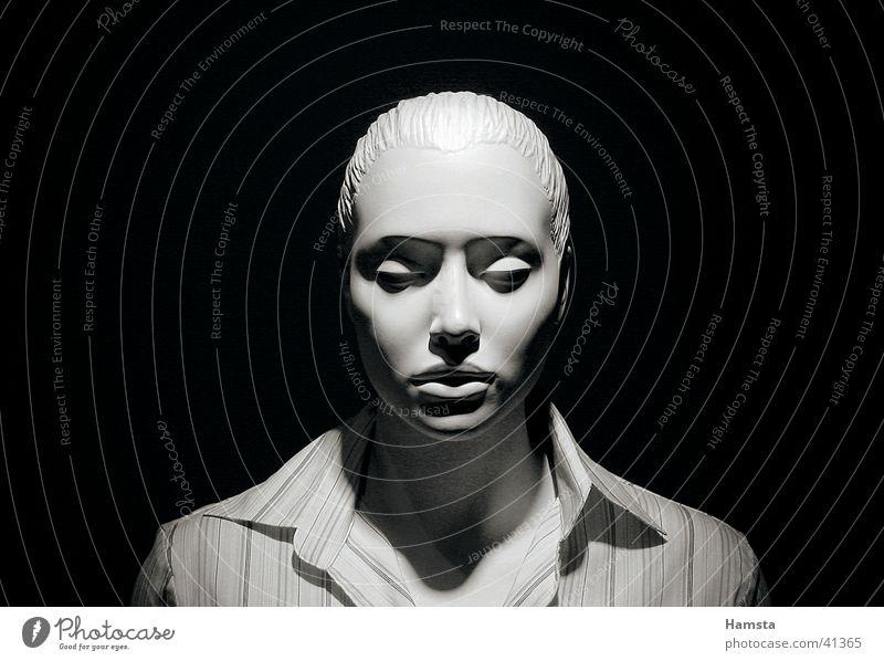 white doll Frau Gesicht ruhig dunkel Denken Dekoration & Verzierung Streifen Hemd Puppe eng Schulter Geister u. Gespenster Vorsicht gestellt Außerirdischer frontal