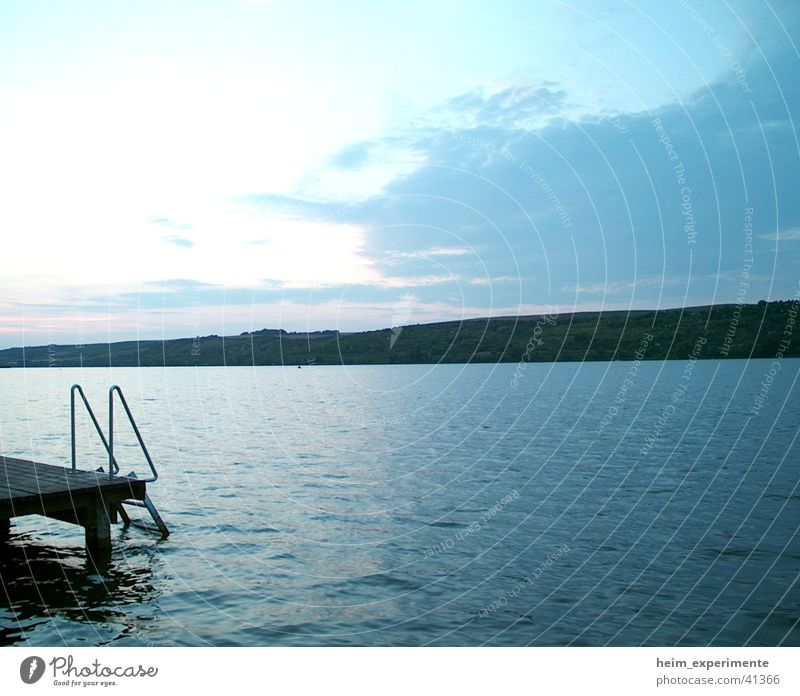Süßer See Natur Wasser Himmel Meer Strand Ferien & Urlaub & Reisen Wolken Stil Berge u. Gebirge See Landschaft Küste Insel Romantik Bucht Steg