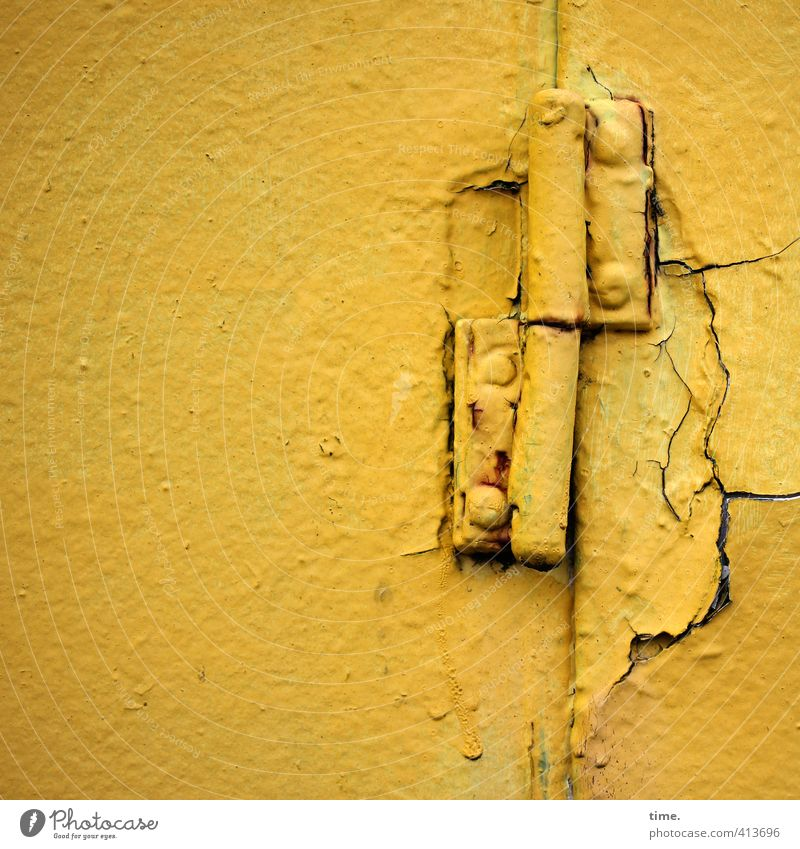 Hiddensee | Eine Frage der Zeit Mauer Wand Schifffahrt Binnenschifffahrt An Bord maritim Bordwand Scharnier Beschläge Bootslack historisch kaputt trashig gelb