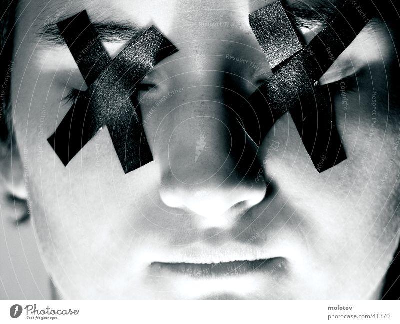 blindheit Frau Nahaufnahme Porträit Auge Leukoplast Gesicht Mund Nase Schwarzweißfoto Behinderte