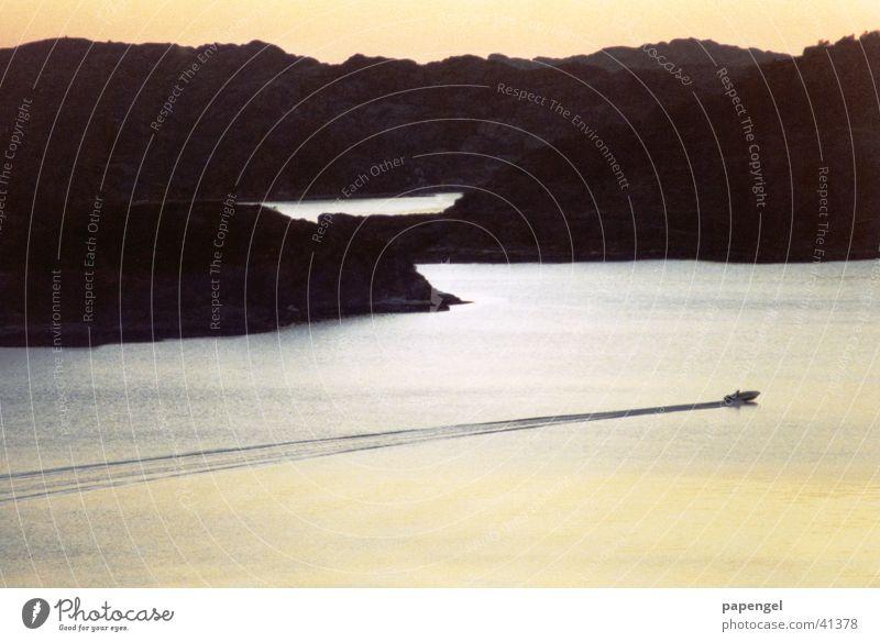 Mitternachtssonne Wasserfahrzeug Norwegen Fjord Skandinavien Stimmungsbild