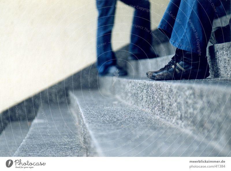 In Ruhe warten Schuhe Treppe Fuß Langeweile