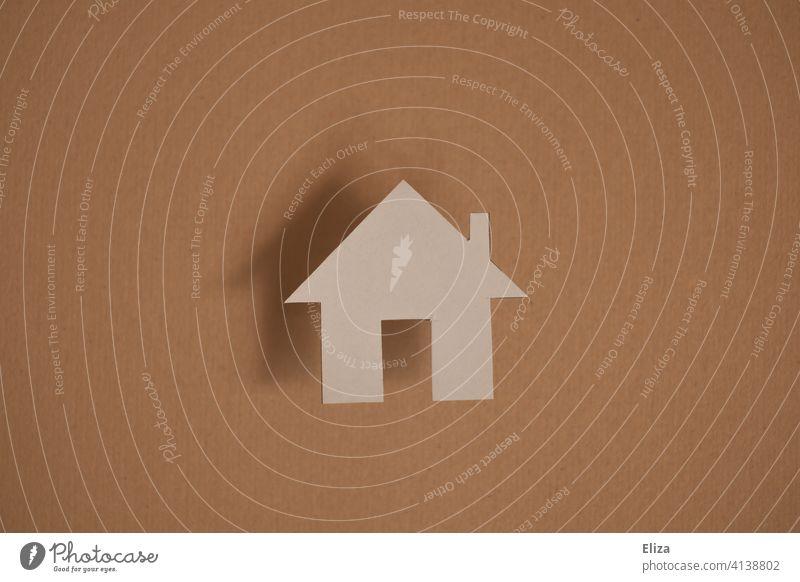Haus aus Papier. Immobilie, Zuhause, Eigenheim. Hausbau Hauskauf Traumhaus Natur Mensch Bausparen häuslich Haus bauen Heim wohnen Papierhaus Häuschen immobilie