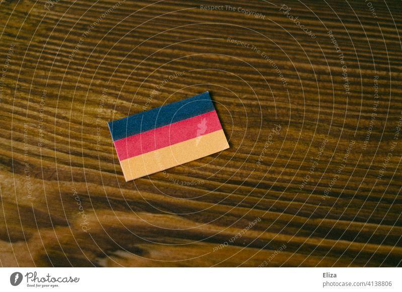 Deutschlandflagge auf Holz deutsch Deutschlandfahne Flagge Deutsche Flagge Fahne Nationalflagge Patriotismus schwarz rot gold
