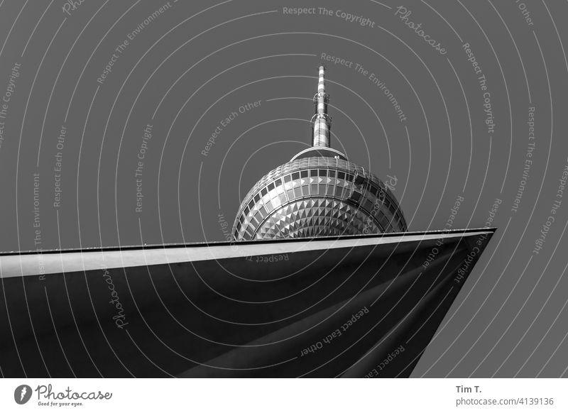 der Berliner Fernsehturm von unten Alexanderplatz Architektur Turm Wahrzeichen Hauptstadt Himmel Sehenswürdigkeit Stadtzentrum Berlin-Mitte Bauwerk Tourismus