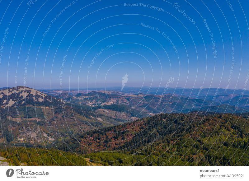 Landschaft an der Ardeche im Herbst Frankreich Ardèche südländisch Feiertag Urlaub Europa Französisch Region Berge Panorama Kommune Vegetation conchy Gebäude