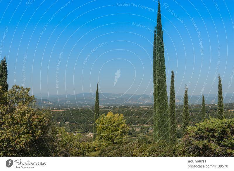 Landschaftsaufnahme im Rhonetal bei Mirmande in Frankreich Natur Außenaufnahme Ferien & Urlaub & Reisen Himmel Wolken Berge u. Gebirge Tourismus Felsen Farbfoto