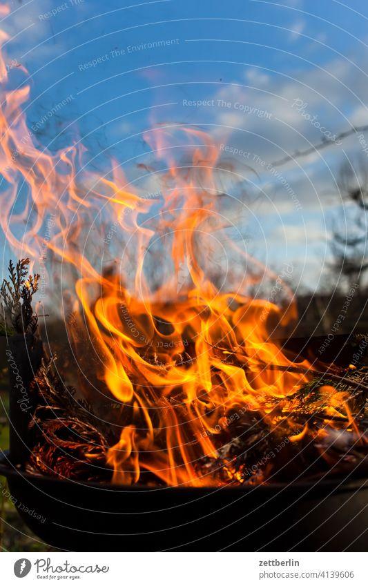 Feuer again asche brennen feuer feuerschale feuerwehr flamme gefahr gefährlich glut heiß hitze lodern osterfeuer verbrennen verbrennung versicherung