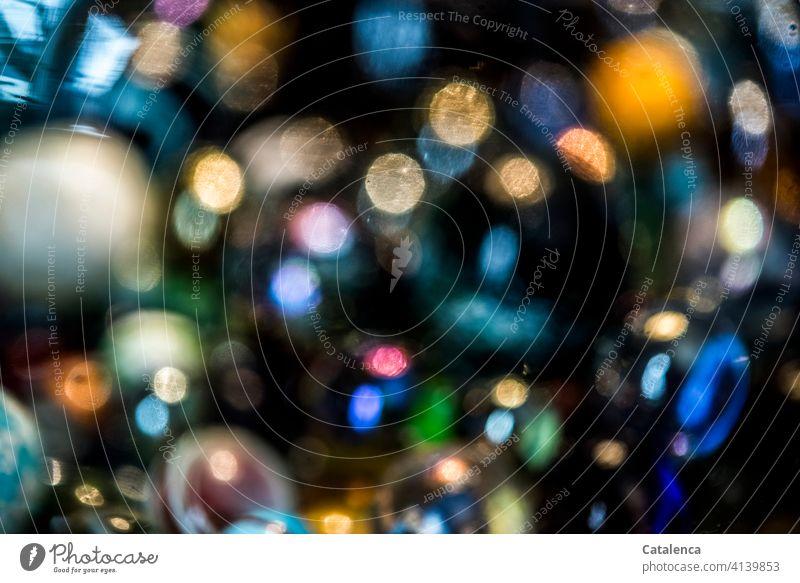 Leuchtend, bunte Farbtupfer auf schwarzem Hintergrund Struktur Formen Farben leuchtend schimmern Licht Design Reflexion & Spiegelung abstrakt glänzend Unschärfe