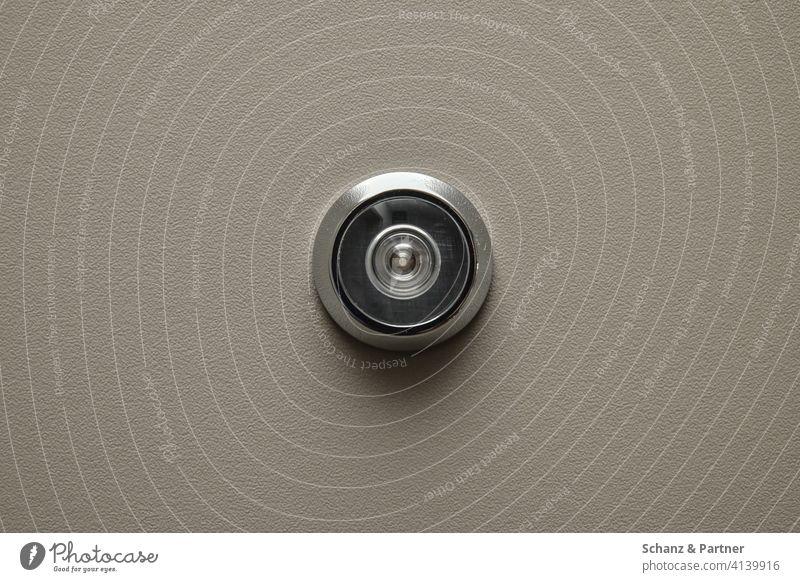 Türspion Haustür Wohnungstür sicherheit einbrecher omatrick vorsicht überwachung beobachten mietwohnung glasauge Überwachung Überwachungsstaat Kontrolle