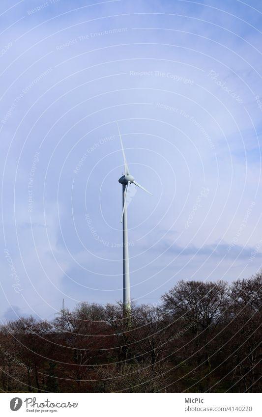 Energie Windenergie weiß blau Landschaft Windrad Strom Energiewirtschaft Windkraftanlage Erneuerbare Energie Rotor Technik & Technologie Himmel Elektrizität