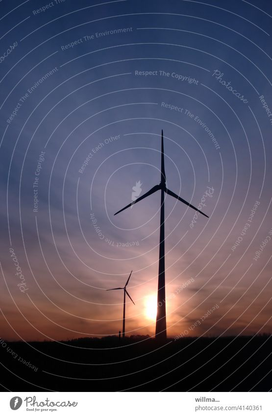 die Windmixer Windrad Erneuerbare Energie Windkraftanlage Energiewirtschaft Himmel nachhaltig Umweltschutz Abend Sonnenuntergang Sonnenaufgang Textfreiraum