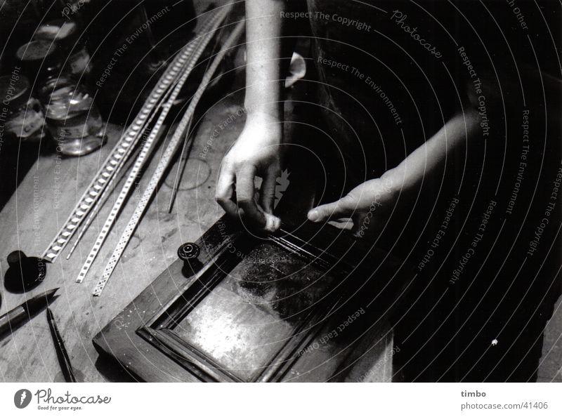 Restaurierende Hände 2 Holz Restauration antik Handwerk Arbeit & Erwerbstätigkeit Handarbeit