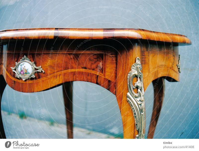 Tisch Holz Restauration Stillleben antik Handwerk Metall
