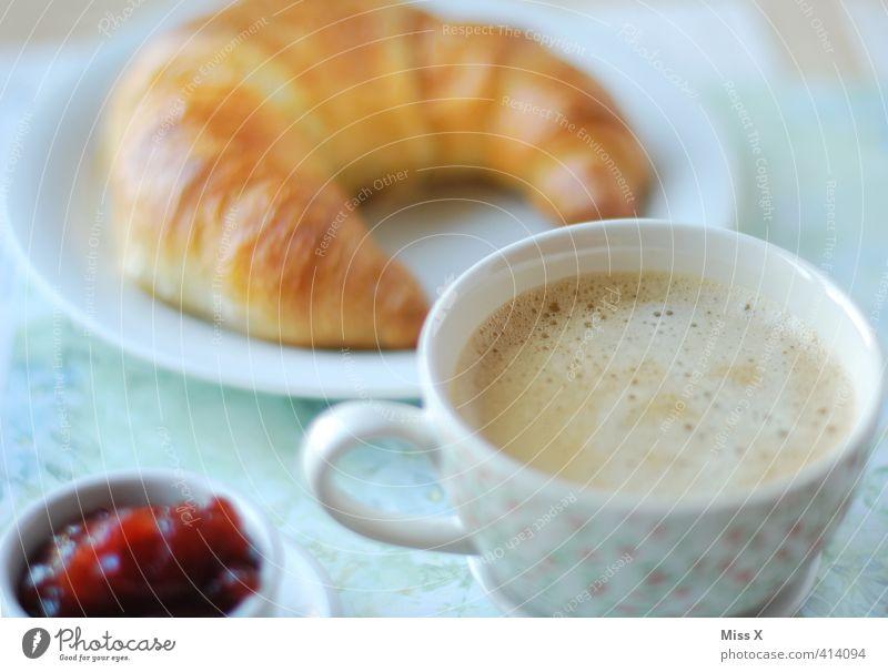 Kaffee ans Bett Lebensmittel Croissant Marmelade Ernährung Frühstück Kaffeetrinken Büffet Brunch Getränk Heißgetränk Geschirr Tasse lecker süß Frühstückstisch