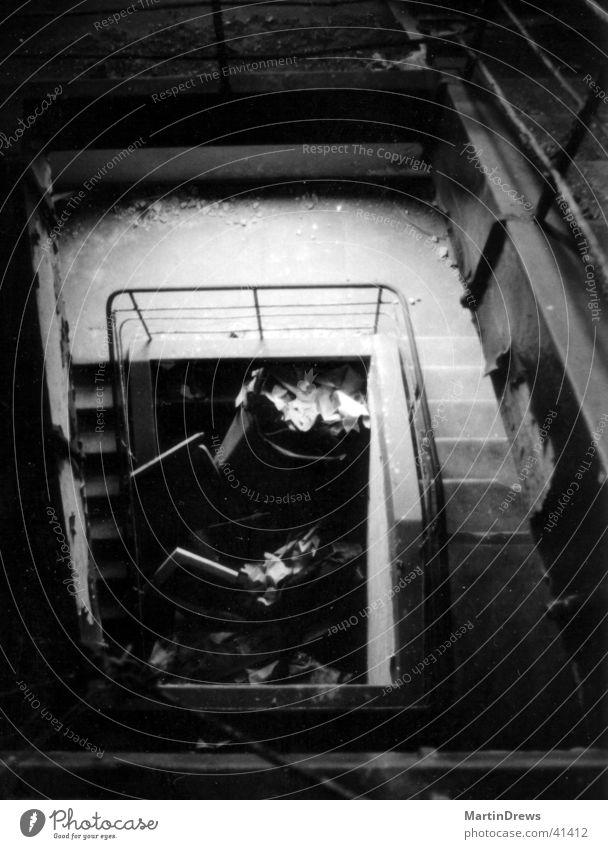 Abriss Demontage Haus Treppenhaus Architektur Schwarzweißfoto alt Zerstörung