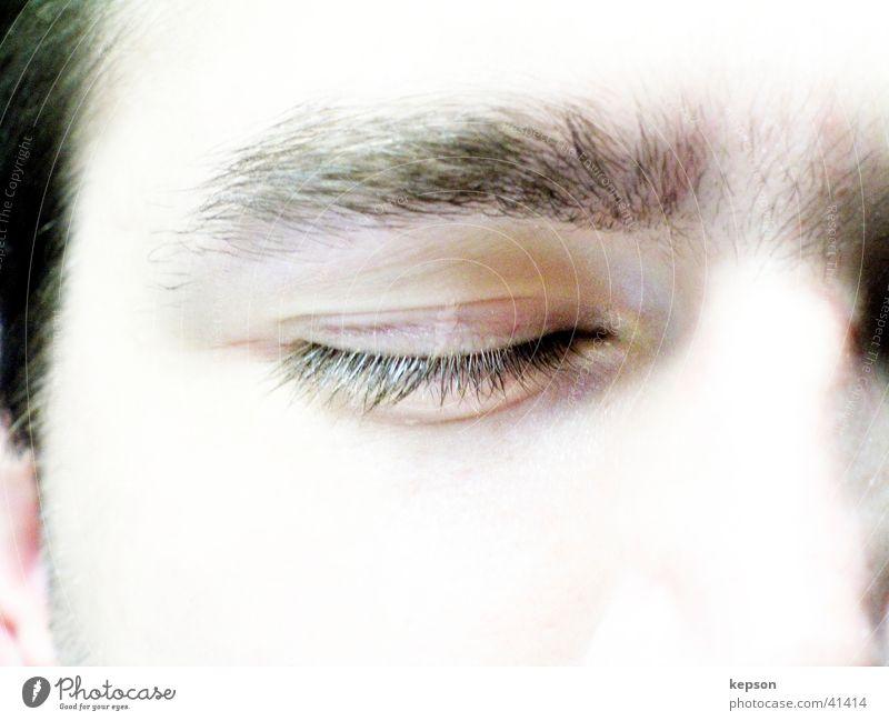 Geschlossenes Auge Mann Gesicht Auge Traurigkeit Nase schlafen geschlossen Trauer bleich Wimpern Augenbraue