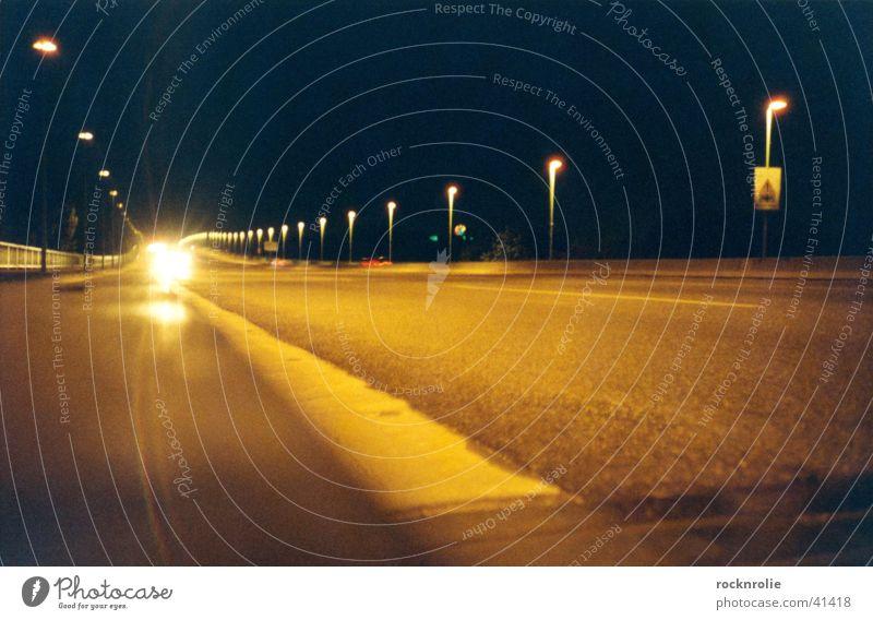 Zoobrücke Licht Gegenlicht fahren Laterne Straßenbeleuchtung dunkel schwarz Nacht Autobahn einzeln mehrere Lampe Straßenbelag Teer Beleuchtung Strahlung