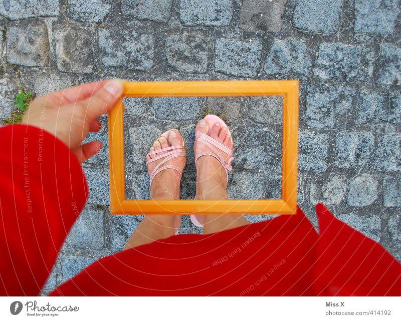 Fußpilz im Fokus schön Körperpflege Pediküre Gesundheit Gesundheitswesen Mensch feminin Beine 1 Bekleidung Schuhe Damenschuhe Rahmen Bilderrahmen fokussieren