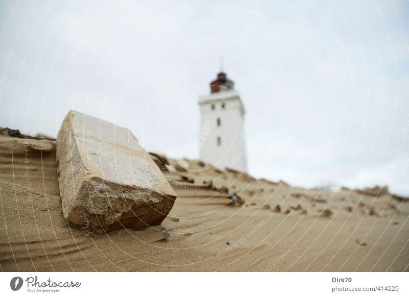 Noch immer standhaft - Rubjerg Knude Fyr zum Dritten blau weiß rot dunkel Küste grau Stein Sand braun Wandel & Veränderung Sicherheit Hoffnung historisch stark