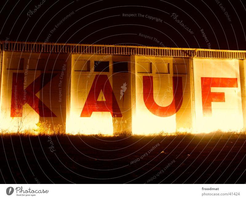 KAUF dunkel Mauer kaufen Buchstaben Werbung Befehl